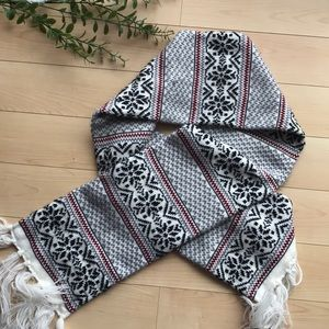 Maurices • Norwegian Pattern Scarf